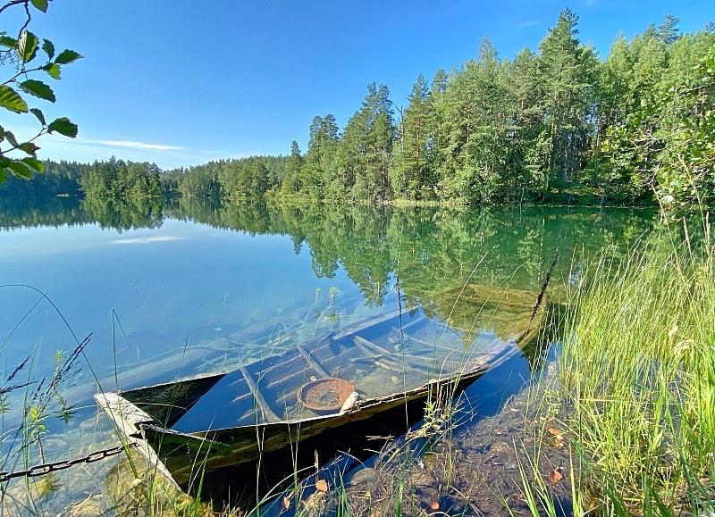 Iso-Valkeen kirkasvetinen järvi Somerolla