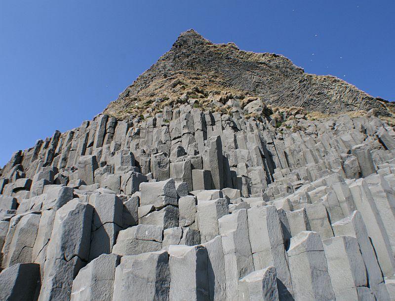 Mustalla rannalla Islannissa