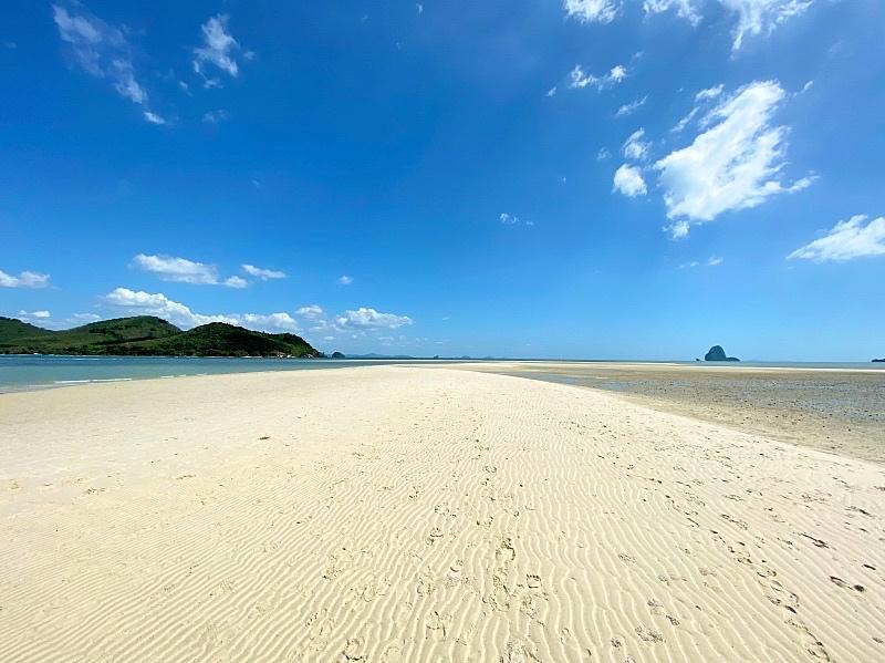 Kävelyllä Laem Had rannalla Thaimaassa