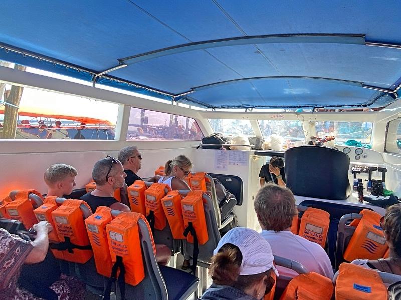 Pikavene Koh Lantalta Ko Libongille, pysähtyy myös Koh Ngailla, Koh Mukilla ja Koh Kradanilla