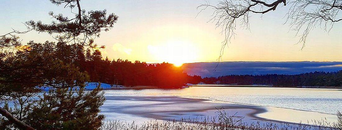Auringonlasku Linlon saarella joulukuussa