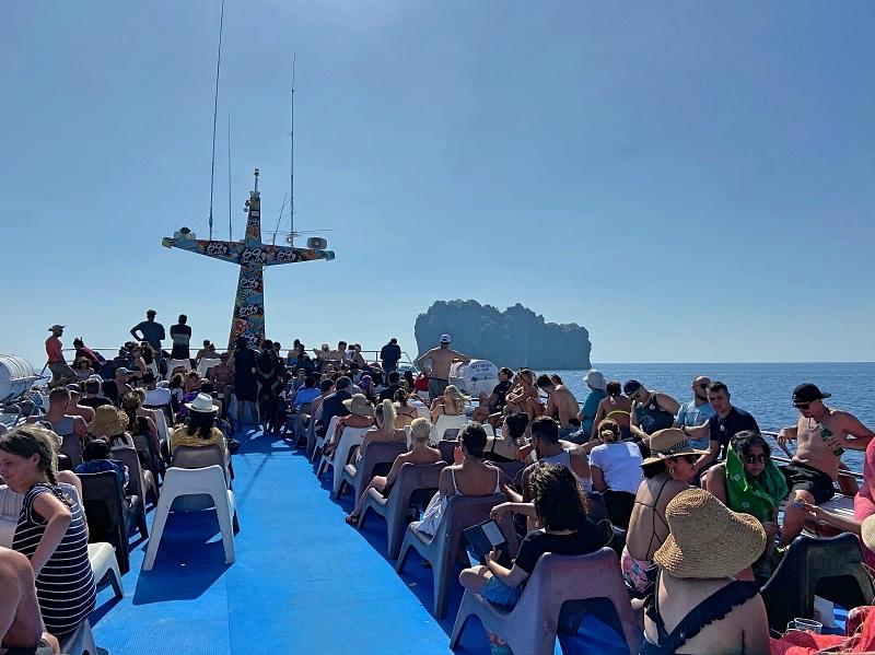 Laivassa Phuketista Phi Phille