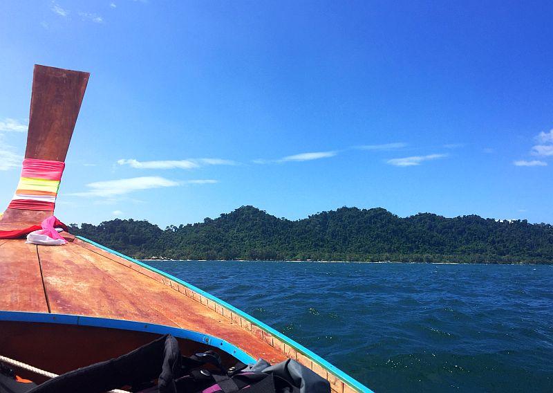 Pitkähäntäveneessä Thaimaassa