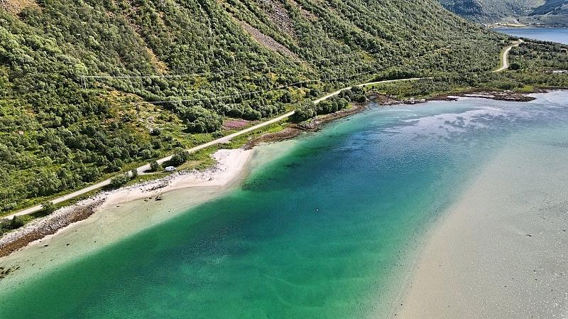 Puskaparkki Lofooteilla omalla rannalla
