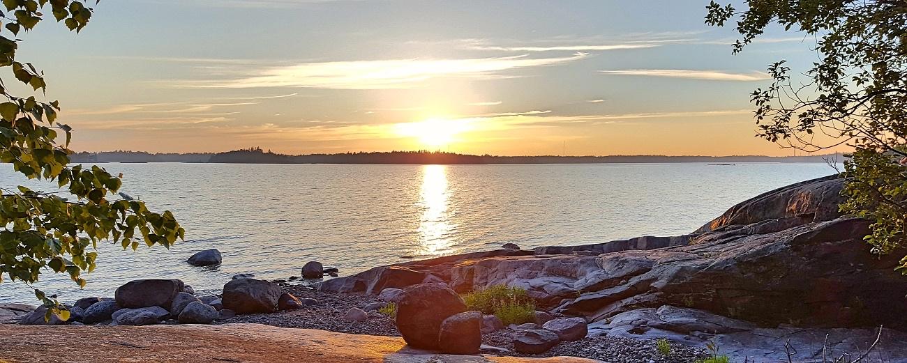 Auringonlasku saaristossa