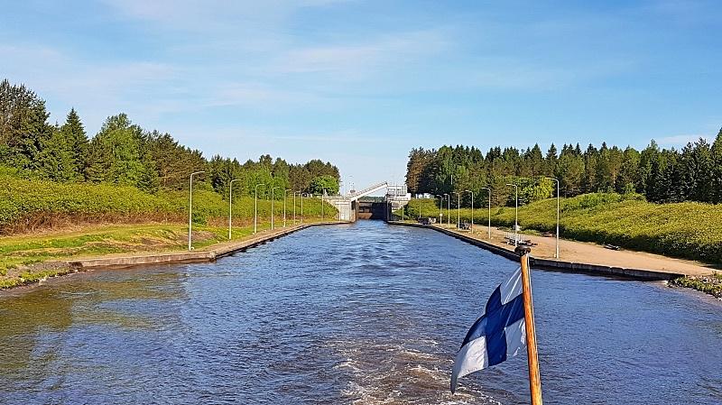 Risteily Viipuriin Saimaan kanavaa pitkin
