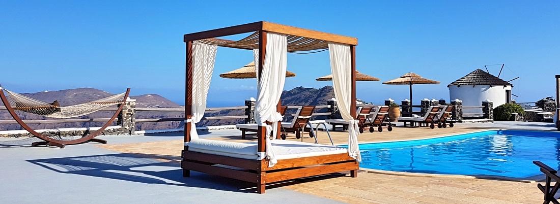 Santorini hotellin allasalue