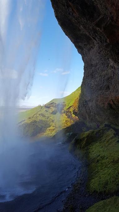 Seljalandsfoss-putouksen takana