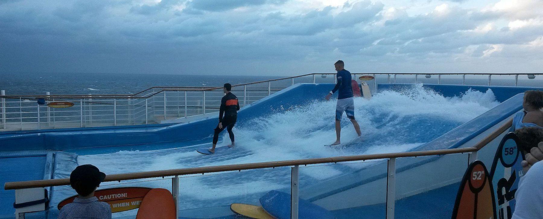 Surffisimulaattori Karibian risteilyllä